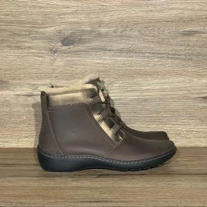 NEW Clarks Cora Faux Shearling Chai Brown Boot 7